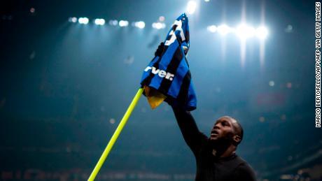 Inter Milan's forward Romelu Lukaku celebrates after making it 4-2.