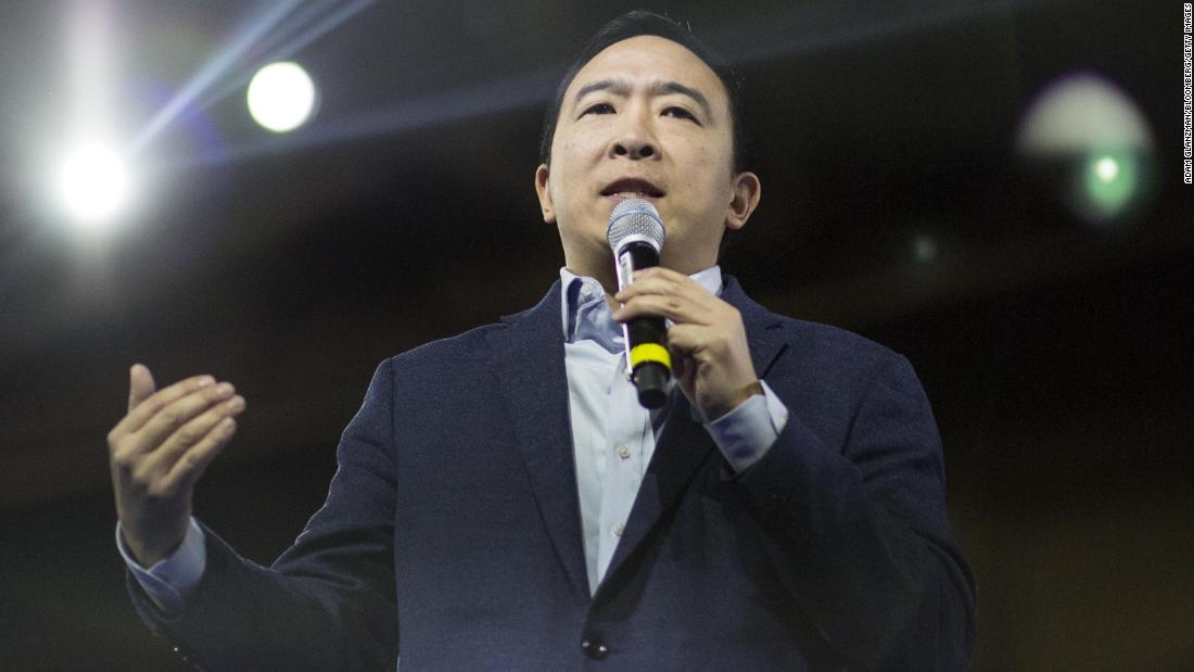 Yang speaks during an event in Manchester, New Hampshire, a febbraio 2020.