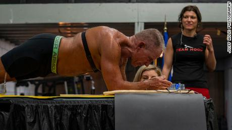 World planking record set by ex-marine, aged 62