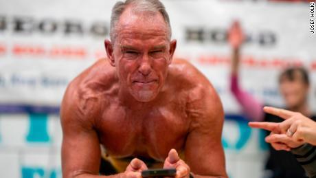 World planking record set by ex-marine, aged 62