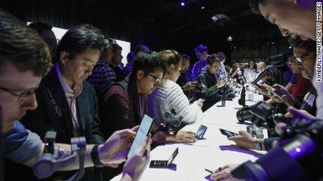 Samsung says 5G won't save the smartphone market from coronavirus slump this year
