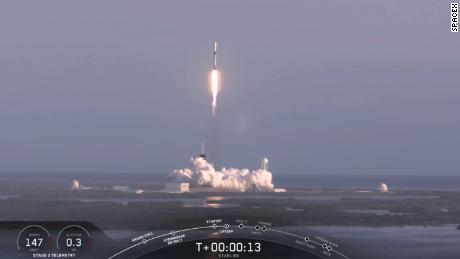 Amid pandemic, SpaceX launches another batch of Starlink satellites