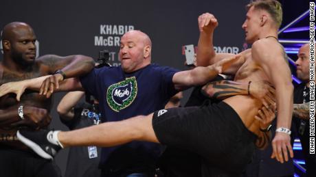 """"""" J'ai une île privée '', Dana White dit que les événements de l'UFC se poursuivront"""
