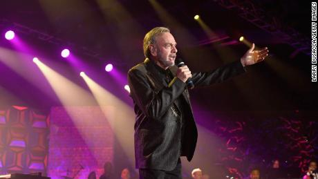Neil Diamond Updates 'Sweet Caroline': 'Hands… Washing Hands…'