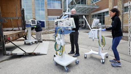 These little-known health care workers operate the all-important ventilators