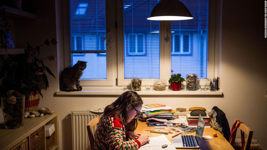 A student does homework in Bratislava, Slovakia, 行進に 27. Schools have been shut down across the world, and many children have been receiving their lessons online.