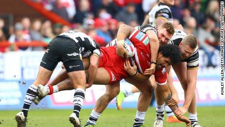 Mose Masoe: un joueur de rugby blessé à la colonne vertébrale doit quitter l'hôpital tôt pour faire place à des patients atteints de coronavirus