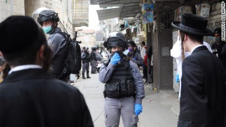 Algunos judíos ultraortodoxos están ignorando las reglas de coronavirus de Israel, a pesar de la advertencia de '¡despertar!'