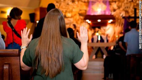 Las reuniones religiosas en todo el mundo inflaman el virus.