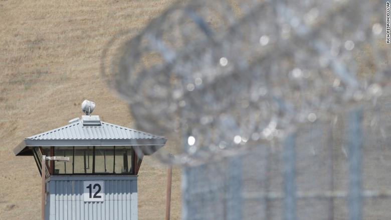 401 people infected with COVID-19 in Chicago prison