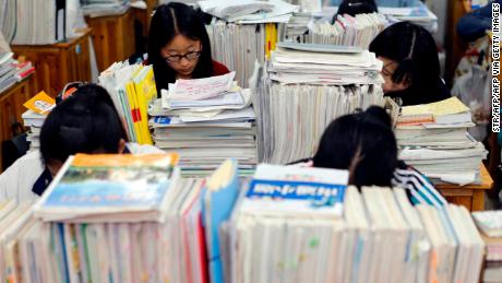 Senior high school students studying at night to prepare for the 2016 gaokao at a high school in Lianyungang, east China's Jiangsu province.