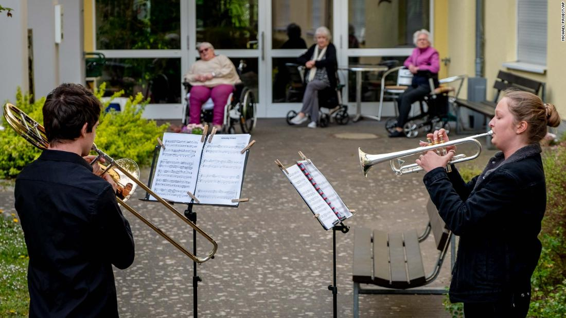 Musicians play their instruments for a retirement home in Karben, Germania, in aprile 13.