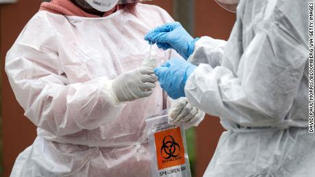 US coronavirus death toll tops 40,000 as researchers call for more testing before reopening economy