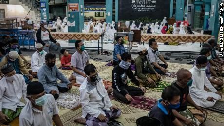 Indonesian muslims perform Tarawih prayers at Jogokaryan Mosque as marking the start of holy month of Ramadan on April 23, 2020 in Yogyakarta, Indonesia.