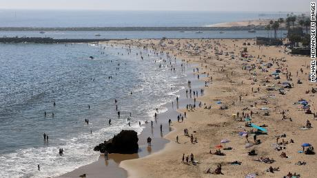 California heat wave draws outdoor crowds despite stay-at-home order