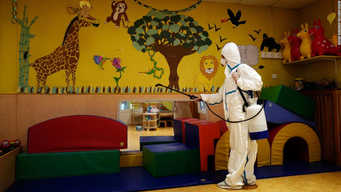 A nursery is disinfected in Cannes, Francia, a Maggio 6. Nurseries in France were to gradually reopen on May 11.