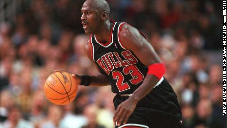 Jordan joue pour les Bulls.