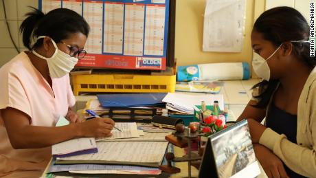 Midwife Bakoly Rasoamanontany in a session with one of her patients.