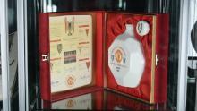 O piesă de bijuterie care sărbătorește victoria cupei europene a United va fi expusă la muzeu.