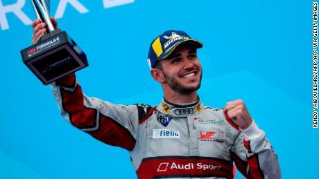 Abt celebra su tercer lugar después del ePrix en París, Francia en 2019.
