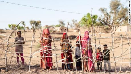 În satele îndepărtate din India, a fi foame este la fel de frică ca a obține coronavirusul