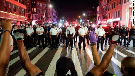 Rihanna, Ariana Grande et d'autres artistes signent une lettre ouverte appelant à une réforme de la police de New York