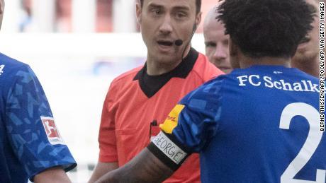 """Weston McKennie wears an armband reading """"Justice for George"""" during the Bundesliga match against Werder Bremen."""