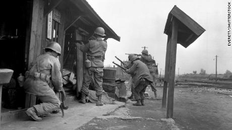 Soldiers of the 1st Cavalry Division in Pyongyang in 1950