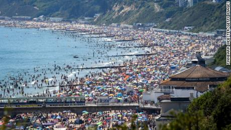 Major incident declared after thousands flock to UK beaches in sweltering heat