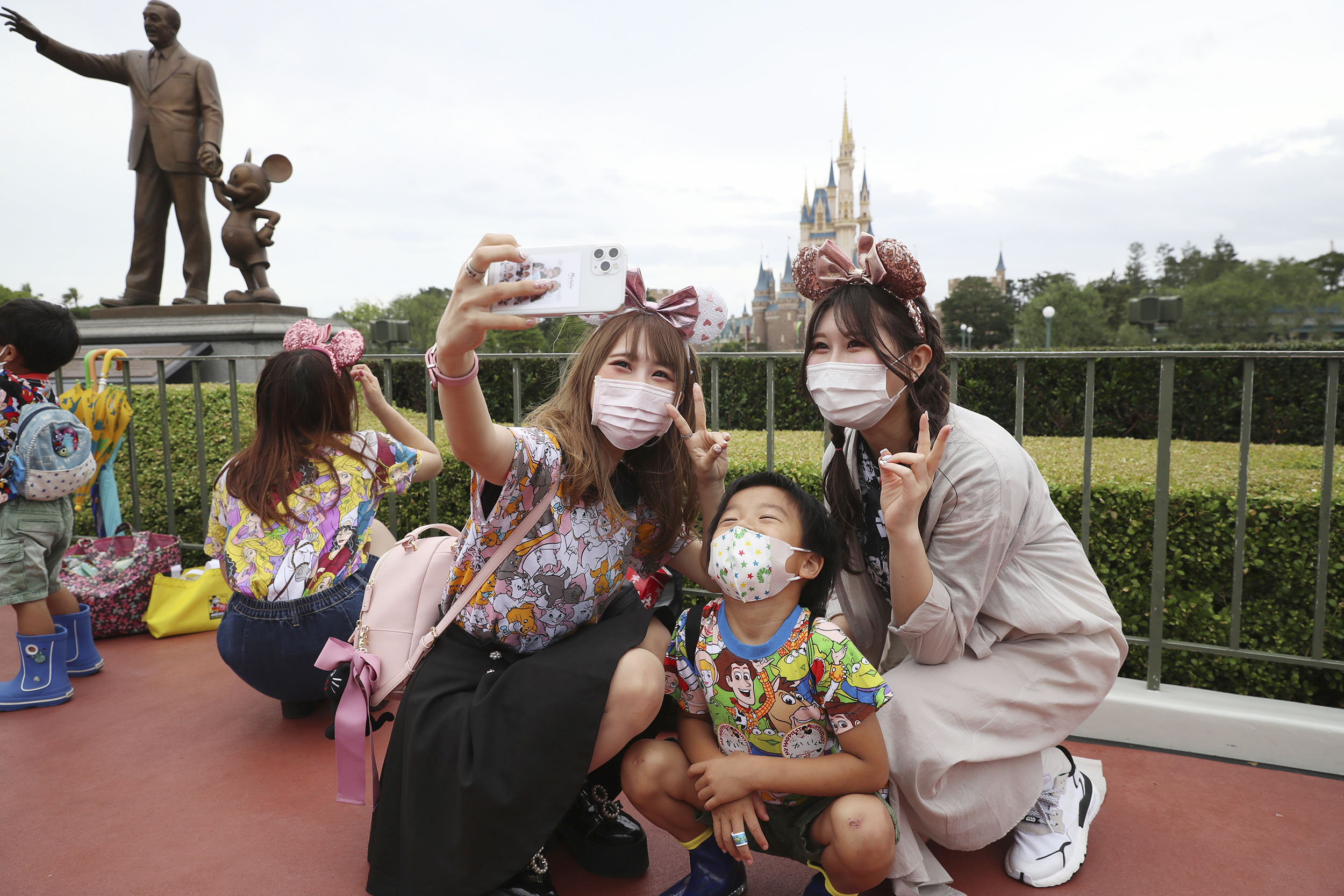 Tokyo Disney Parks Reopen After 4 Month Closure Due To Coronavirus Cnn Travel Not necessarily an announcement, well kind of an marcus parks ретвитнул(а) blake, not an expert. 2