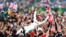 Hamilton celebra tras ganar el GP de Gran Bretaña el 14 de julio de 2019 en Northampton, Inglaterra.