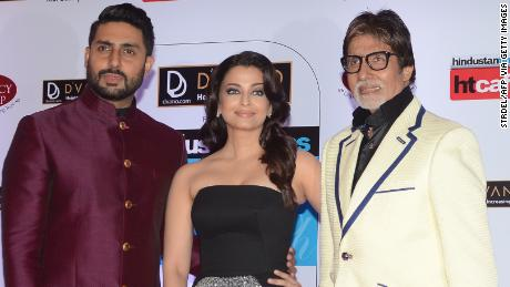 Indian Bollywood actors Abhishek Bachchan (L) and Amitabh Bachchan (R) pose with actress Aishwarya Rai Bachchan (C) as they attend the HT Mumbai's Most Stylish Awards 2015 ceremony in Mumbai late March 26, 2015.