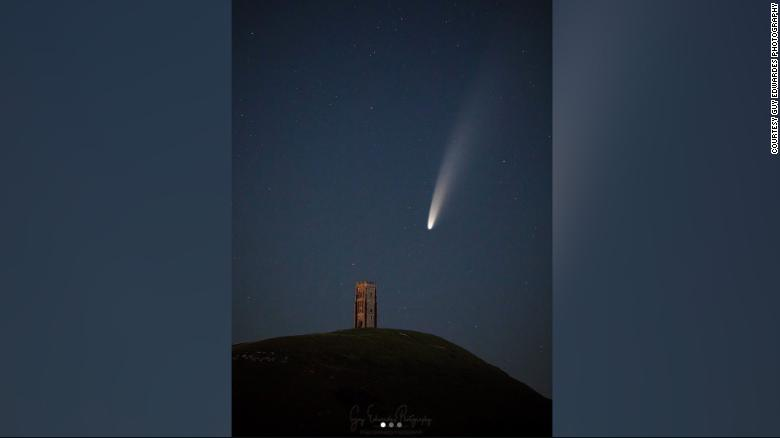Comet Neowise streaking past Earth, providing spectacular show