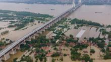 Inundaciones récord en China afectan la cadena de suministro de EPP a EE. UU.
