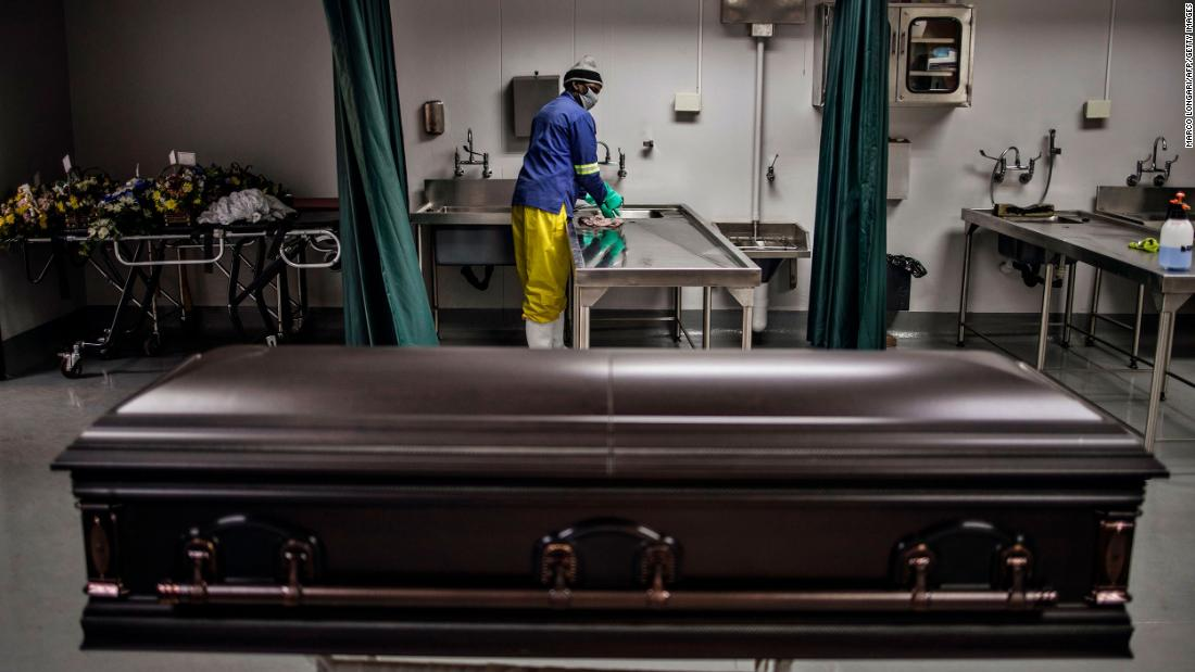 A casket containing the remains of a coronavirus victim waits to be removed from a mortuary in Soweto, South Africa, a luglio 24.
