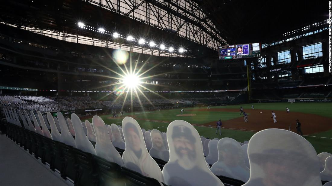 "Cardboard cutouts of fans are seen in Globe Life Field during a Major League Baseball game in Arlington, Texas, a luglio 24. <a href =""http://www.cnn.com/2020/07/22/us/gallery/baseball-begins-2020/index.html"" target =""_blank&ampquott;>The league has resumed</un> for a 60-game abbreviated season, but fans are not allowed to attend."