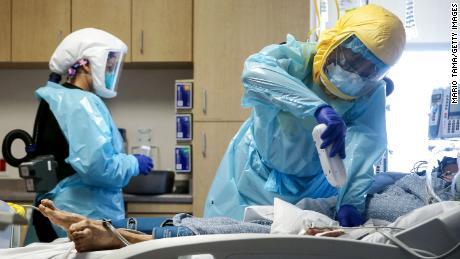 کارگران مراقبت های بهداشتی در برخی از بیمارستان ها رو به اتمام است.  در اینجا آنچه می تواند اتفاق بیفتد اینجا است