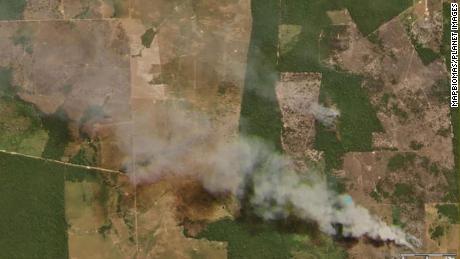 ไฟกำลังโหมกระหน่ำในอเมซอนแม้จะมีคำสั่งห้ามของรัฐบาลบราซิล  การทำลายล้างอาจเลวร้ายยิ่งกว่าเมื่อฤดูร้อนที่แล้ว