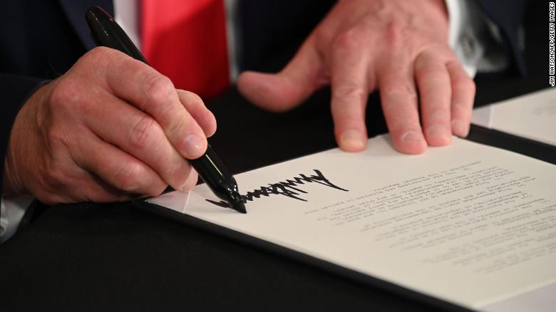 Donald Trump signs executive orders for USA coronavirus relief, extending unemployment benefits