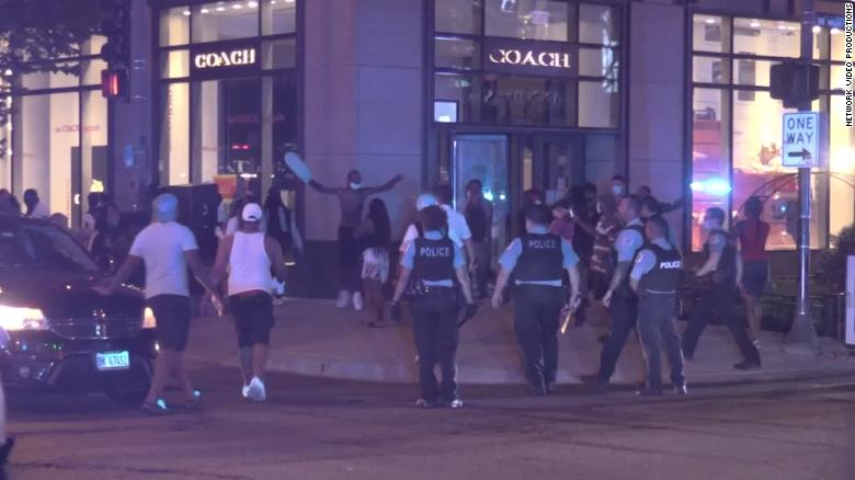 Chicago police arrest more than 100 people after night of looting
