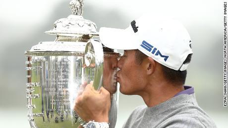 Morikawa celebrates by kissing the Wanamaker Trophy after winning the 2020 PGA Championship.