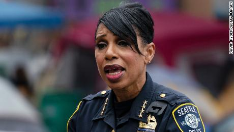 Seattle police chief announces her retirement