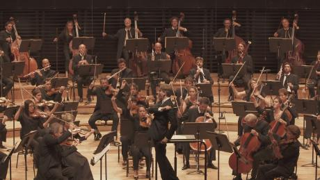 Orchestras return to the stage with new social distancing measures in place