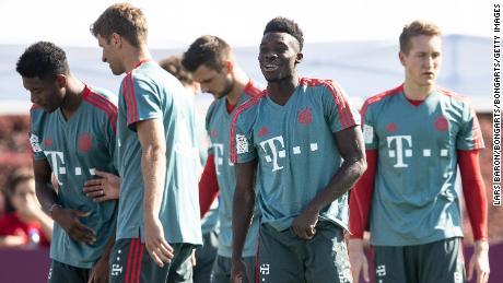 Alphonso Davies pendant le camp d'entraînement juste après avoir rejoint le Bayern Munich.
