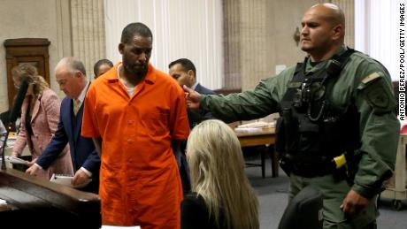 Conflicts involving an R. Kelly lawyer arise ahead of his trial