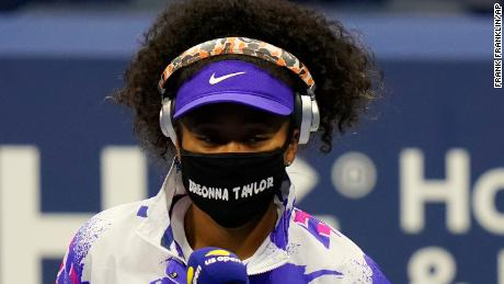 Osaka wears a mask in honor of Breonna Taylor before her first-round match against Misaki Doi.