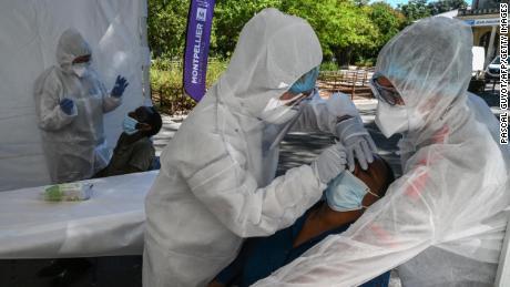 یورپ نے اس حد کو آگے بڑھایا کہ دوبارہ کھولنے کی حد تک۔ وائرس کی دوسری لہر کو روکنے میں اب بہت دیر ہو سکتی ہے