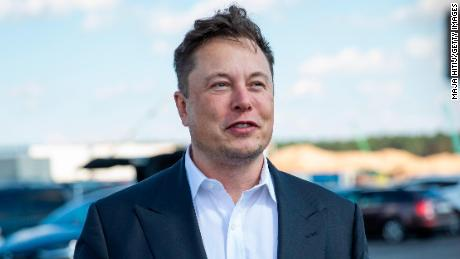 Tesla, snubbed by the S&P 500, quickly completes $5 billion stock sale