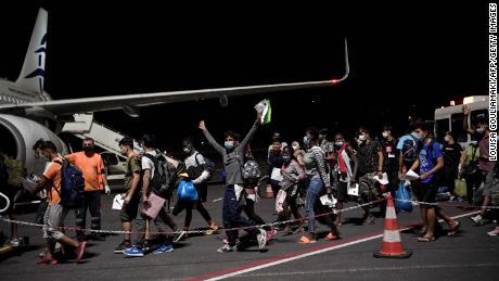 ในที่สุดเด็กเหล่านี้จะถูกย้ายไปยังประเทศในสหภาพยุโรปตามข้อมูลของรัฐบาลกรีซ