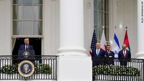 Two Gulf nations recognized Israel at the White House. 여기's what's in it for all sides
